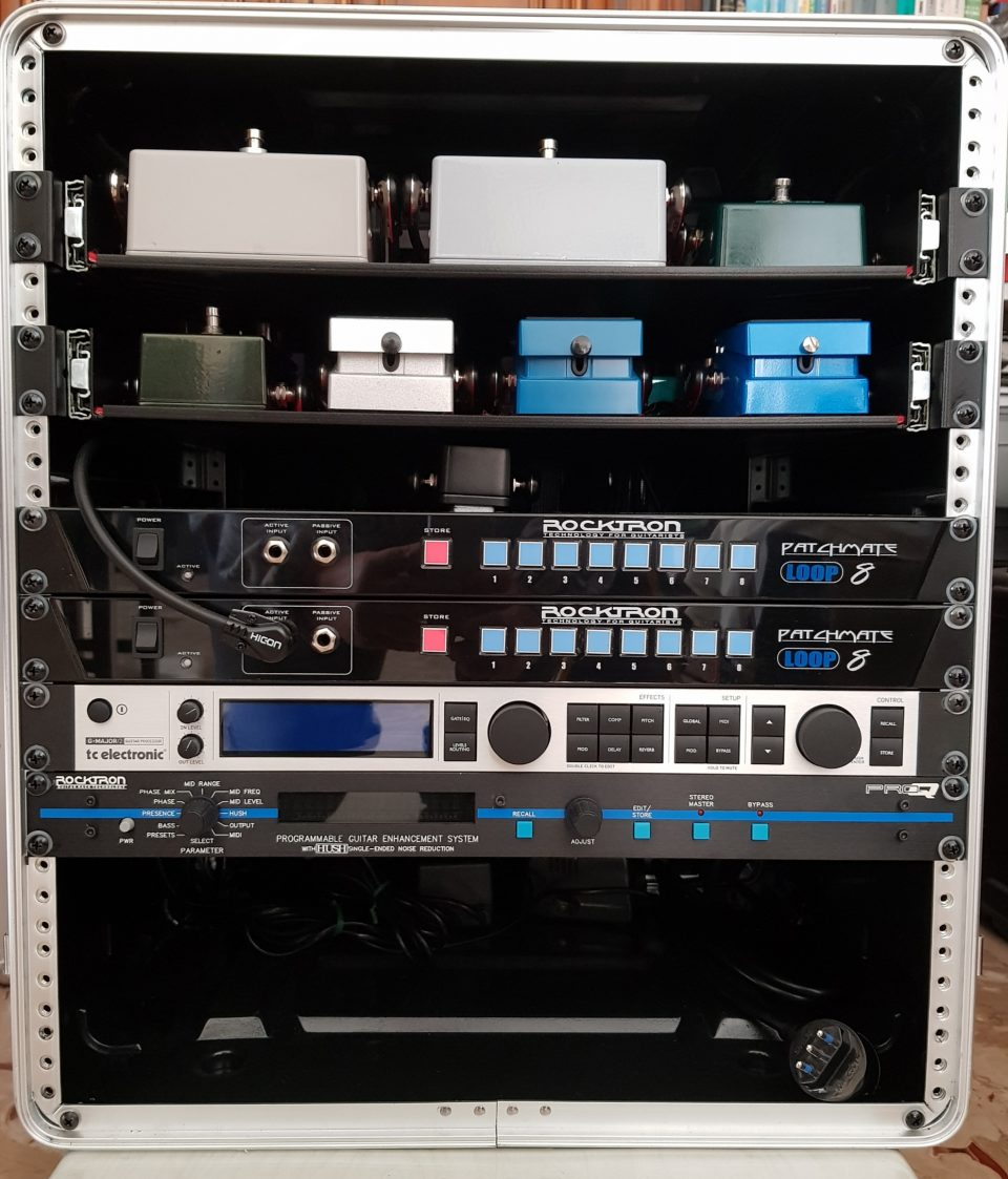 Rack di effetti per chitarra David Gilmour style con pedali: Pete Cornish P1,Pete Cornish P2,Pete Cornish G2 ,Butler Tube Driver e Butler Tube Driver con modifica Pete Cornish e overdrive Ibanez Tube Sceamer TS 808 Hand Wired, Rocktron Patch Mate, TC Electronic G Major e Rocktron Pro Q.